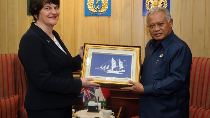 foster-meets-with-indonesian-ministry-of-defence-14-02-2014.jpg